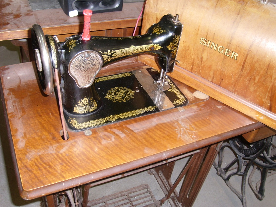 Aaw vecchia macchina da cucire singer vintage epoca telaio for Base macchina da cucire singer